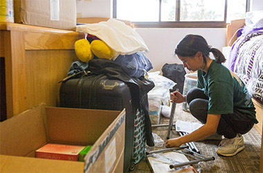 Student unpacking in student housing