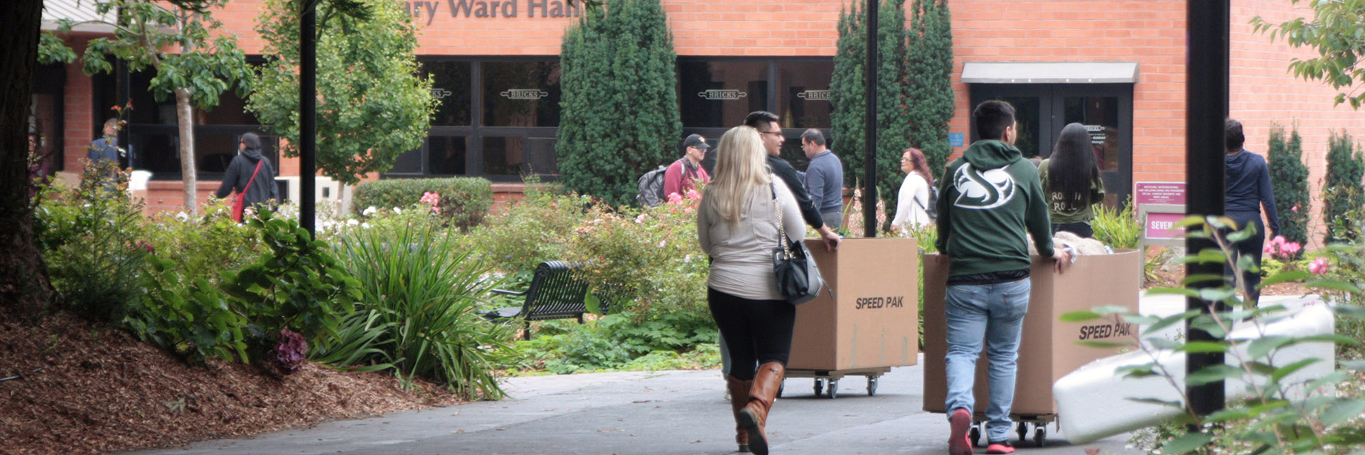 Students on Move-in Day